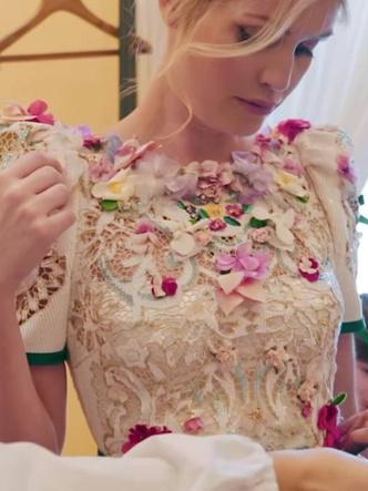 Фото №19 - Королевский размах: шесть свадебных платьев леди Китти Спенсер