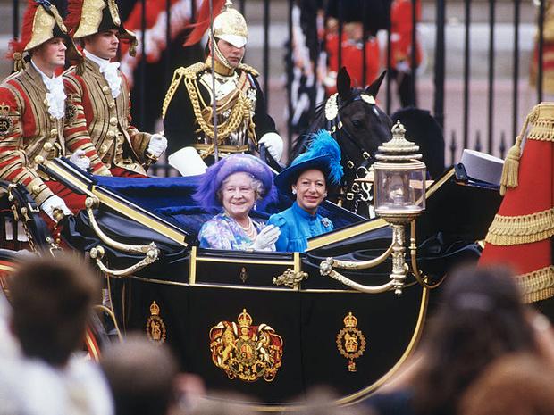 Фото №4 - Самые необычные и странные свадебные шляпки королевской семьи