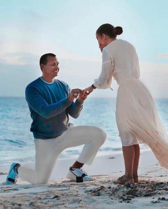 Фото №1 - Как выглядел день помолвки Джей Ло в Instagram и реальности
