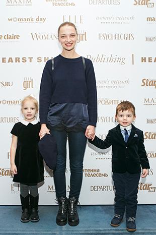 Екатерина Вилкова с сыном Петром и дочерью Павлой