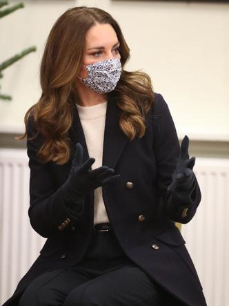 Фото №9 - Все наряды герцогини Кейт в рождественском туре по Великобритании