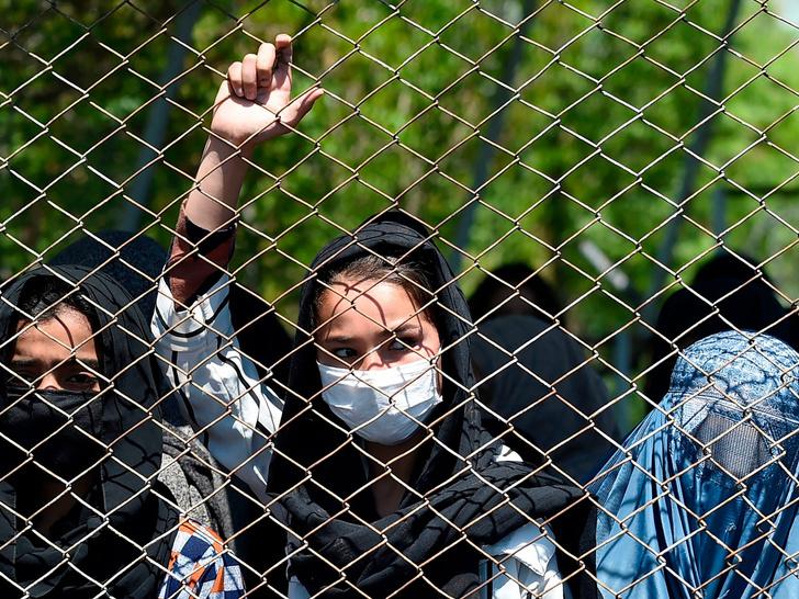 Фото №1 - Убийства, пытки и сексуальное насилие: что ждет женщин Афганистана при «Талибане»