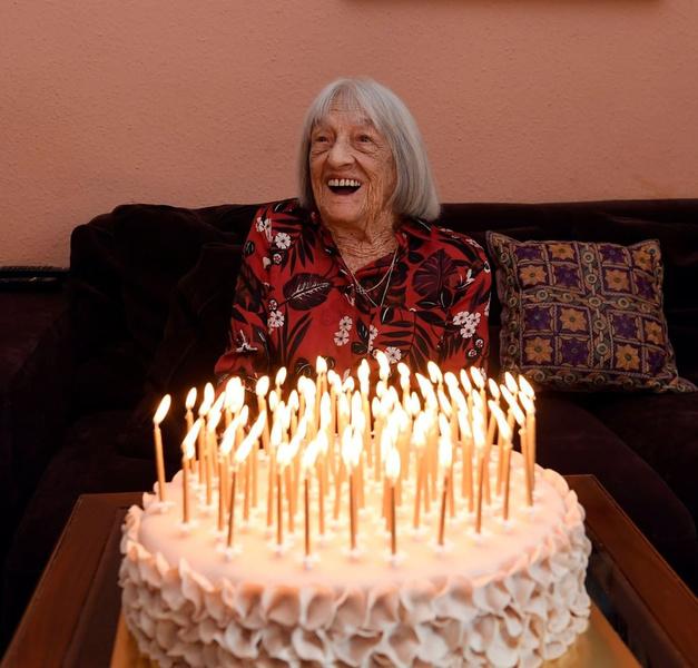 Фото №1 - Пережила Холокост и завоевала 10 медалей: старейшая в мире олимпийская чемпионка отметила 100-летний юбилей