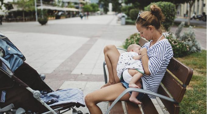 Кого и почему раздражают кормящие матери