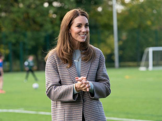 Фото №2 - Осенняя классика: где искать пальто в клетку, как у герцогини Кейт