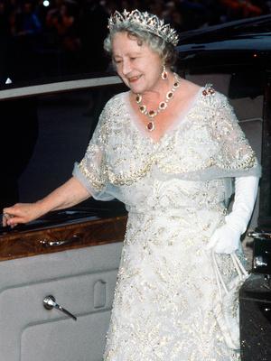 Фото №3 - Сколько стоит самое дорогое украшение Королевы (и почему она его не носит)