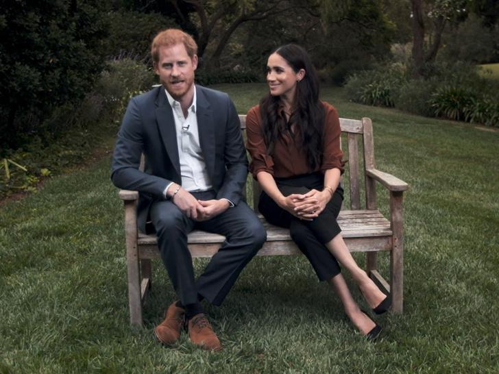 Фото №3 - Первое официальное появление Сассекских: Гарри и Меган нарушили протокол и снова всех огорчили