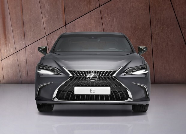 Фото №3 - Lexus презентовали обновленный бизнес-седан Lexus ES