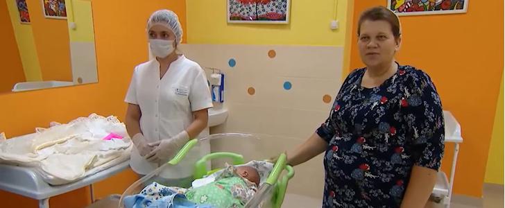 Фото №1 - Жительница Подмосковья родила 14-го ребенка и сделала свою маму бабушкой в 44-й раз
