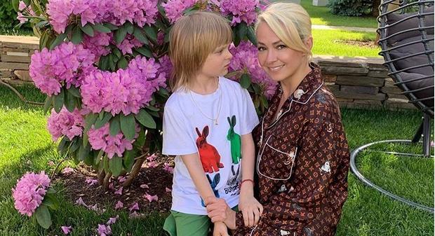 Фото №1 - Шестилетний сын Рудковской привел домой невесту