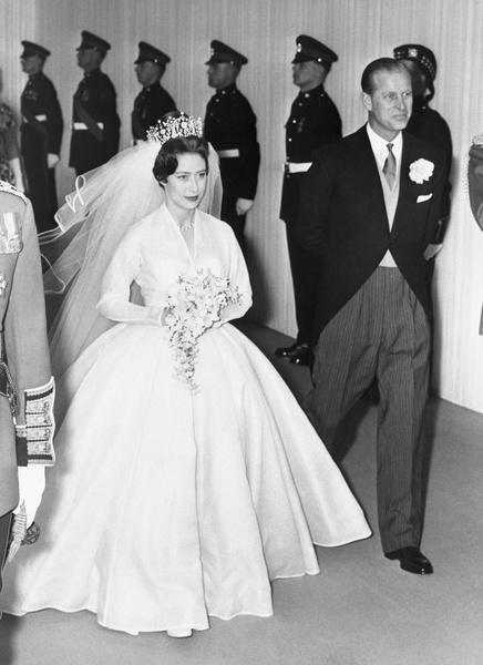 Фото №9 - Самые знаменитые свадебные платья Виндзоров: неудачные, смелые и даже бодипозитивные