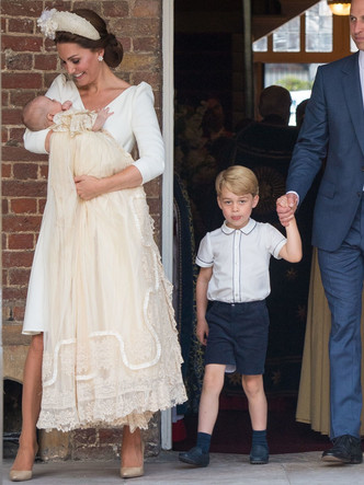 Фото №24 - Самые стильные образы королевских мам на крестинах их детей