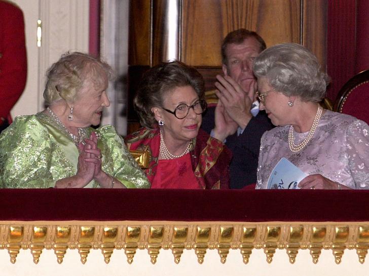 Фото №21 - Сестры и лучшие подруги: 20 самых трогательных и теплых фото Королевы и принцессы Маргарет