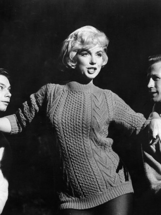 Фото №10 - 5 культовых кинонарядов Мэрилин Монро и забавные истории, связанные с ними