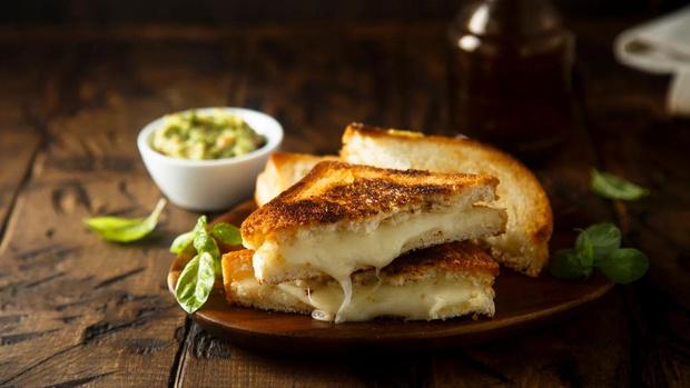 Фото №1 - Американская классика: готовим идеальный сэндвич с тающим сыром на гриле