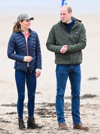 Фото №8 - Клетка, джинсы и костюмы: все наряды герцогини Кейт в туре по Шотландии