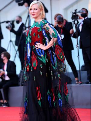 Фото №4 - Венецианский кинофестиваль 2020: лучшие образы церемонии закрытия