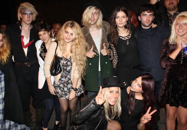 Фото №13 - Самые стильные наряды на вечеринках!