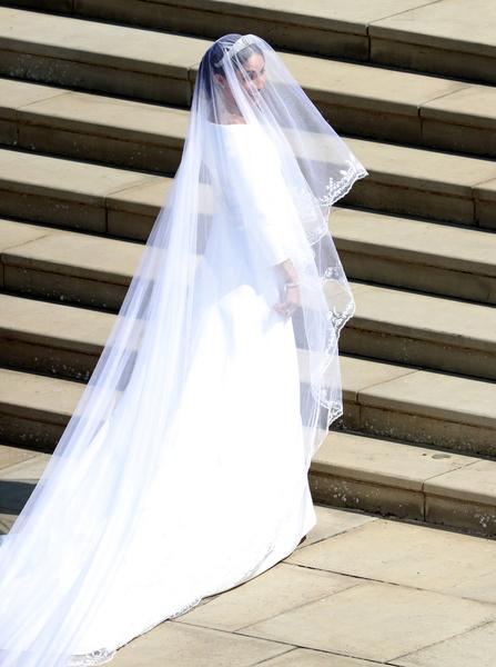 Фото №27 - Самые знаменитые свадебные платья Виндзоров: неудачные, смелые и даже бодипозитивные