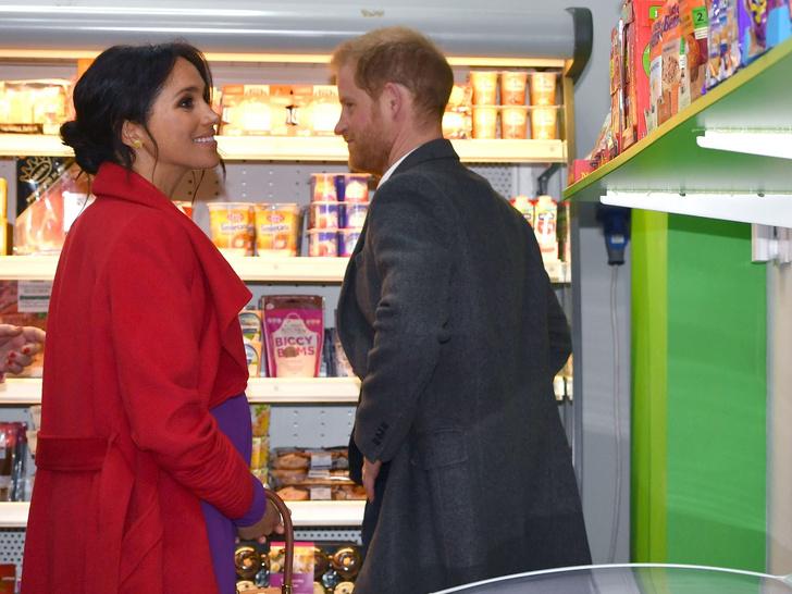 Фото №3 - Свидания в супермаркете: неизвестные (и очень странные) подробности романа Гарри и Меган