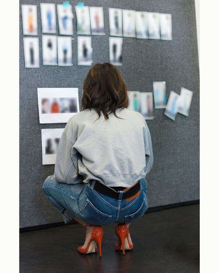 Фото №3 - В осеннем сезоне вам точно нужны джинсы, как у Виктории Бекхэм