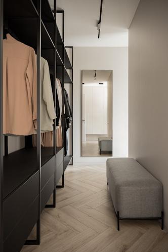 Фото №12 - Минималистская квартира в доме с радиусной планировкой