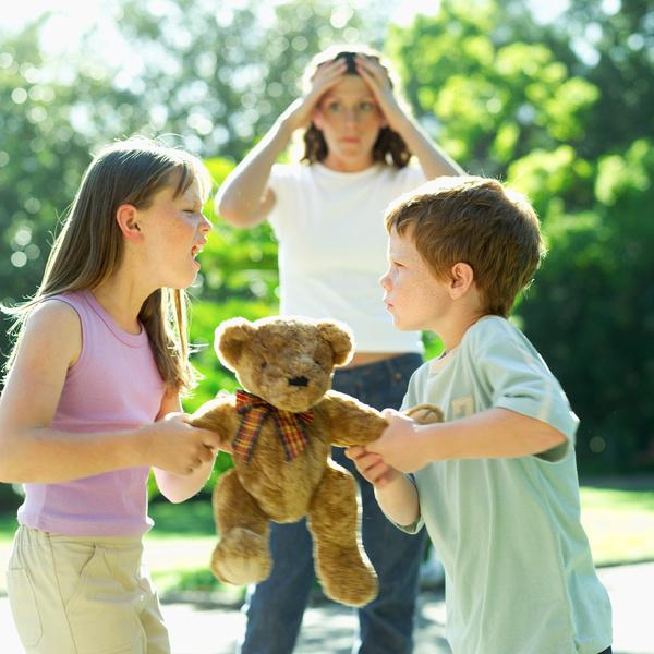 Фото №1 - Как правильно обижать девочек: 3 фразы, которыми можно испортить сына