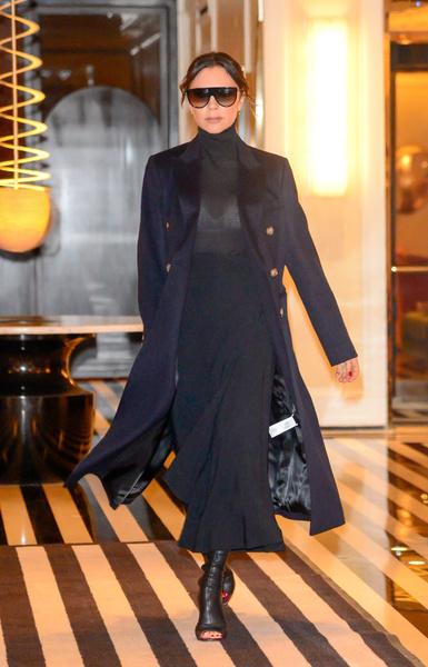 Фото №1 - Неудачное белье и сапоги-ласты: модный провал Бекхэм