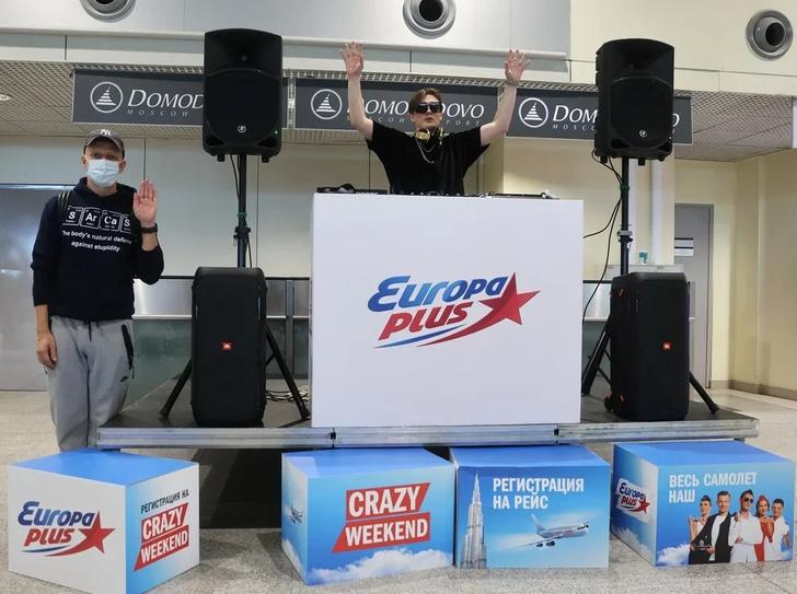 Фото №2 - «Европа Плюс» устроила вечеринку в собственном самолете по пути в Дубай