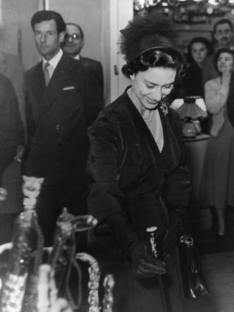 Питер Таунсенд и принцесса Маргарет на выставке индустриальных достижений, 1953