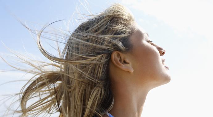 Ветер в голове: что поможет сделать небрежную летнюю укладку