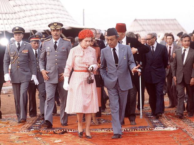 Фото №2 - Все не по плану: история самого сложного королевского тура Елизаветы II