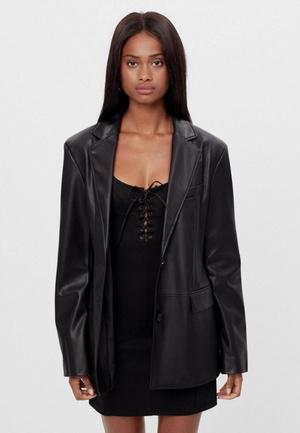 Фото №3 - Что будем носить весной 2021: топ-5 модных кожаных курток