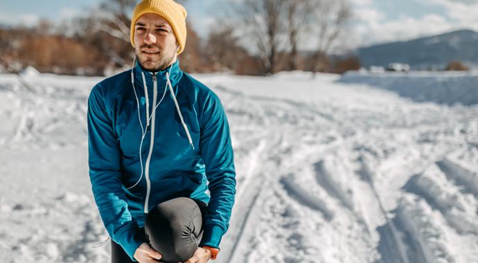 Новый фитнес-тренд: бег в носках по снегу