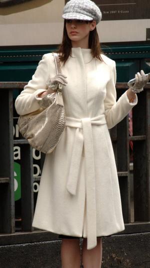 Фото №1 - Как стать принцессой: уроки стиля от Энн Хэтэуэй 👑