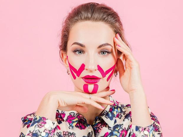 Фото №1 - Полный гид по тейпированию лица: особенности, рекомендации и полезные советы