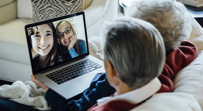 Карантин 65+: как поддержать пожилых родственников
