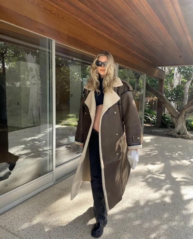 Фото №1 - Где купить длинную дубленку как у Эльзы Хоск?