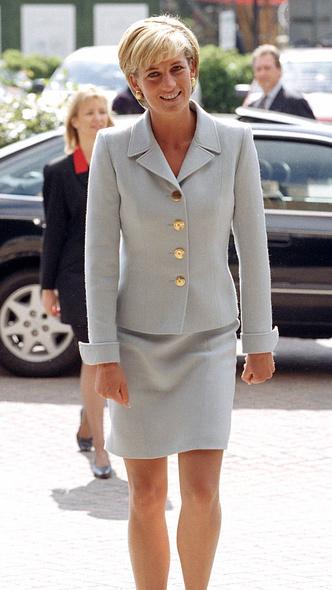 Фото №22 - Любимый предмет гардероба: как принцесса Диана носила жакеты и блейзеры— 30 вдохновляющих примеров