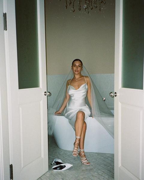 Фото №2 - Три шикарных платья и церемония в Альпах: Ольга Серябкина тайно вышла замуж