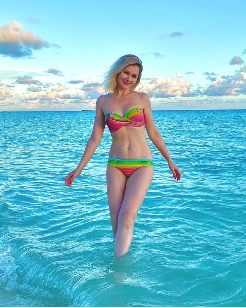 Фото №1 - У нее же трое детей! Натали показала точеную фигуру на пляже
