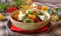 Салат с печеными овощами и брынзой