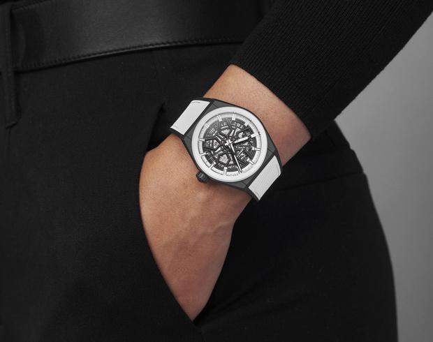 Фото №1 - Игра на контрасте: черно-белые часы Zenith для него и для нее