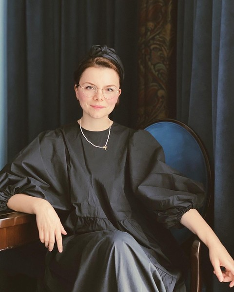 Фото №1 - Из провинциального библиотекаря в леди Шанель: как дорожал «бабушкин стиль» Татьяны Брухуновой