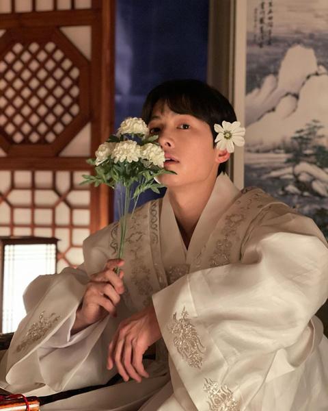 Фото №2 - Корейский нетизен доказал, что Сон Джун Ки— один из милейших людей на планете 😍