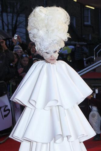 Фото №30 - Модные мученицы: самые неудобные платья звезд