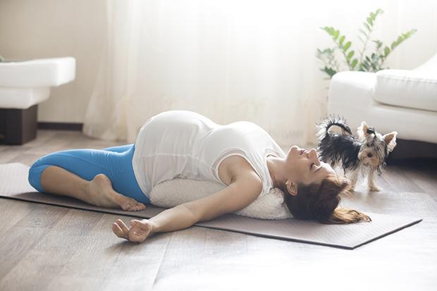 Фото №2 - Йога для беременных: что можно, а что нельзя делать, ожидая ребенка