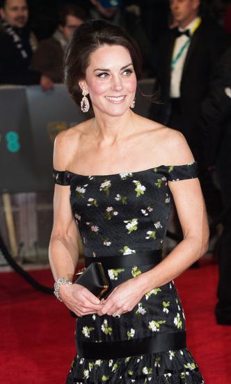 Фото №29 - Гардероб на миллион: самые дорогие наряды герцогини Кейт