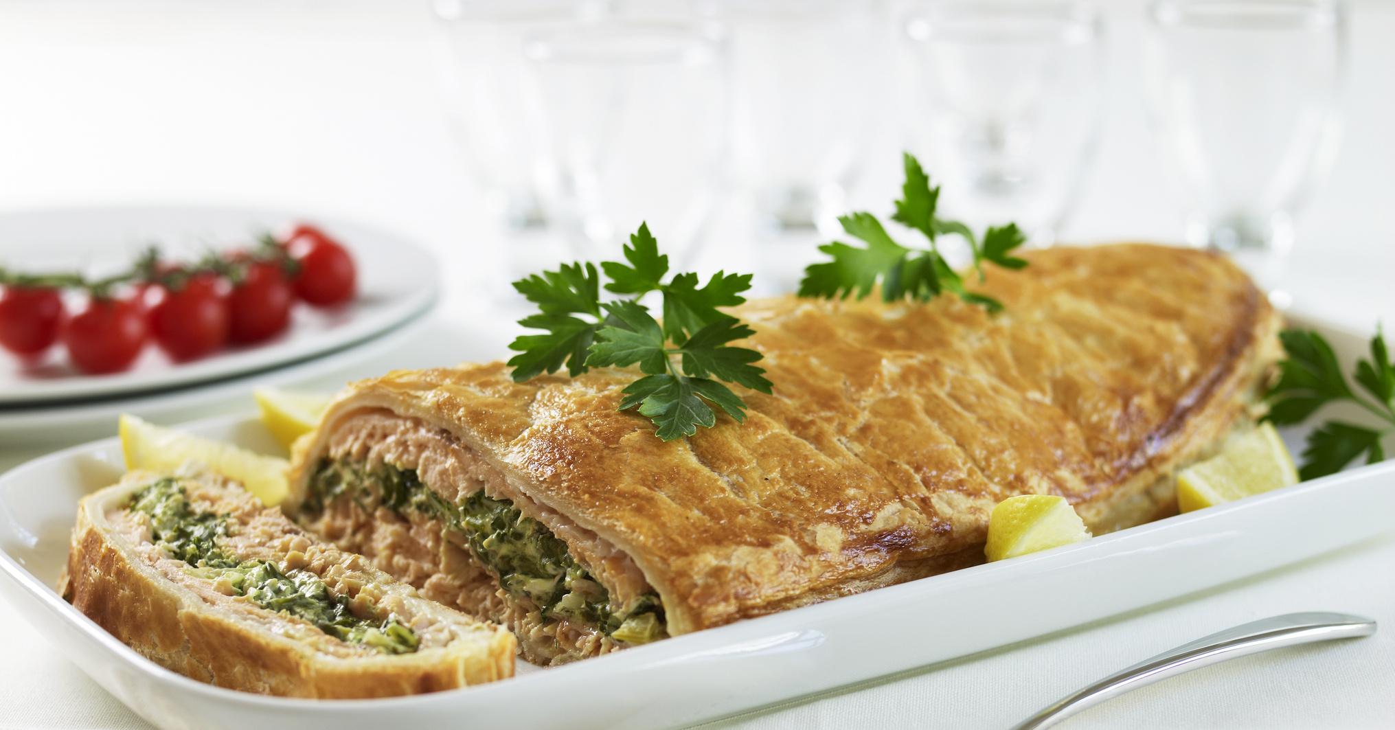 Рыбный пирог из свежей рыбы рецепт фото