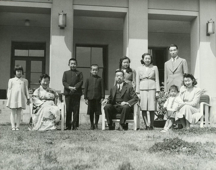 Фото №3 - «Изобилие и добродетель»: жизнь 124-го императора Японии Хирохито в 15 фотографиях